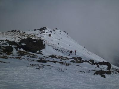 稜線は風も弱く、すっかり春山でした